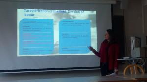Manuela durante a apresentação em Liege